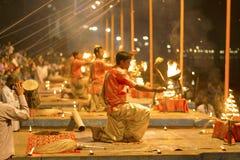 Modlitwa na bankach Ganges, Varanasi fotografia stock