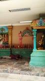 Modlitwa ono modli się w hinduskiej świątyni obraz stock
