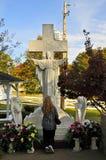 Modlitwa przy Presley Rodzinną statuą, Graceland obraz stock