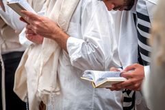 modlitwa Rosh Hashanah, Żydowski nowy rok Ja świętuje blisko grób rabin Nachman Pielgrzymi Hasidim zdjęcia royalty free