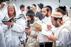 modlitwa Rosh Hashanah, Żydowski nowy rok Ja świętuje blisko grób rabin Nachman Pielgrzymi Hasidim fotografia royalty free