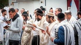modlitwa Rosh Hashanah, Żydowski nowy rok Ja świętuje blisko grób rabin Nachman Pielgrzymi Hasidim zdjęcie stock