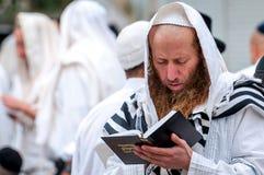 modlitwa Rosh Hashanah, Żydowski nowy rok Ja świętuje blisko grób rabin Nachman Pielgrzymi Hasidim obraz stock