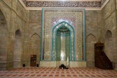 Modlitwa w antycznym Juma meczecie Shemakha obrazy stock