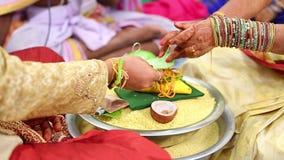 Modlitwa w Indiańskim małżeństwie zbiory wideo