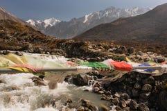 Modlitwa zaznacza prowadzić wioska Kyangjin Gompa Tybetański region zdjęcie royalty free