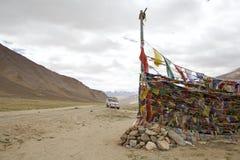Modlitwa zaznacza przy przełęczem w Ladakh, India obraz stock