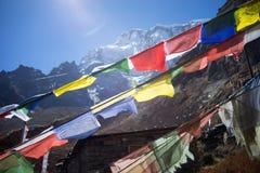 Modlitwa zaznacza w himalaje górach, Annapurna region, Nepal fotografia royalty free