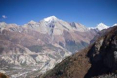 Modlitwa zaznacza w himalaje górach, Annapurna region, Nepal obraz royalty free