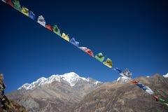 Modlitwa zaznacza w himalaje górach, Annapurna region, Nepal zdjęcia royalty free