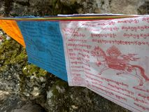 Modlitwa zaznacza w Langmusi, Sichuan, Chiny obrazy royalty free