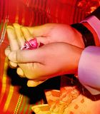 Modlitwy bóg bóg wszechmogący dla wszystko jest dobrze, rodzicami przy okazją ślub Zdjęcie Stock