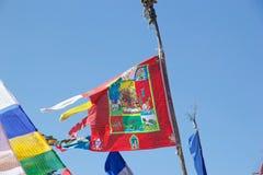 Modlitwy flaga z buddyjskimi symbolami przy Yuton losu angeles przepustką, Bhutan Obrazy Royalty Free