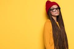 Modna amerykanin afrykańskiego pochodzenia dziewczyna obrazy royalty free