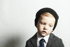 Modna chłopiec w tie.style dzieciaku. mod dzieci Obraz Stock