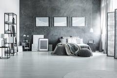 Modna czarny i biały sypialnia Obraz Stock