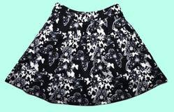 Modna czerni spódnica odizolowywająca na błękitnym tle Minimalizm moda obrazy stock