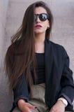 Modna dziewczyna z okularami przeciwsłonecznymi Obraz Royalty Free