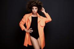 Modna kobieta w pomarańczowym żakiecie Obrazy Stock