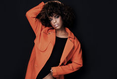 Modna kobieta w pomarańczowym żakiecie Obraz Royalty Free