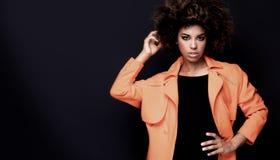 Modna kobieta w pomarańczowym żakiecie Zdjęcie Stock