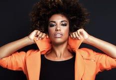 Modna kobieta w pomarańczowym żakiecie Fotografia Stock