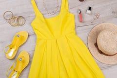 Modna lato suknia z akcesoriami fotografia royalty free