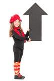 Modna mała dziewczynka trzyma dużą strzała Fotografia Stock