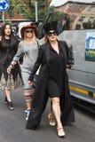 Modne kobiety pozuje podczas Mediolańskiego moda tygodnia Obraz Royalty Free