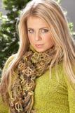 modnego knitwear pracowniana target2499_0_ kobieta fotografia royalty free