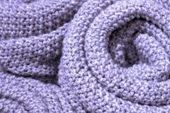 Modnego krokusa płatka koloru woolen trykotowa tkanina w górę, tekstura, tło obrazy stock