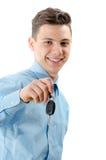 Modnego nastolatka szczęśliwego chwyta nowy samochód wpisuje w ręce odizolowywającej na whit zdjęcia stock