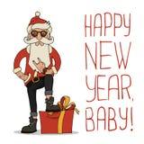 Modniś Święty Mikołaj z elegancką brodą i okularami przeciwsłonecznymi Fotografia Stock