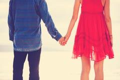 Modniś pary mienia ręki Fotografia Royalty Free