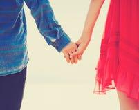 Modniś pary mienia ręki Zdjęcie Royalty Free