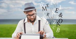 Modniś używa maszyna do pisania podczas gdy listów latać Obraz Royalty Free