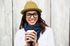 Modniś kobieta z oddaloną kawą Zdjęcia Royalty Free