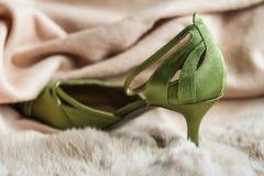 Modni zieleni kobiety przyjęcia palec u nogi buty Zdjęcie Stock