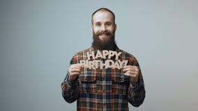 Modnisia mężczyzna pokazuje wszystkiego najlepszego z okazji urodzin sztandar zbiory