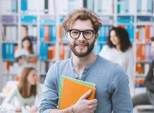 Modnisia student uniwersytetu mienia notatniki obrazy stock