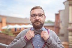 Modny elegancki mężczyzna w łęku krawacie Fotografia Stock