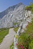 Modo alla montagna Alpspitze Fotografia Stock Libera da Diritti