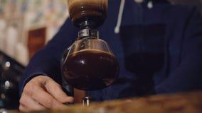 Modo alternativo di produrre caffè in 4K stock footage