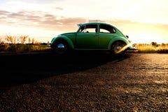 Modo classico del lato di arresto dell'automobile di Volkswagen fotografie stock