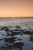 Modo da noite no seashore irlandês Fotos de Stock