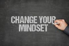 Modo de pensar de Writing Change Your del hombre de negocios en la pizarra fotografía de archivo