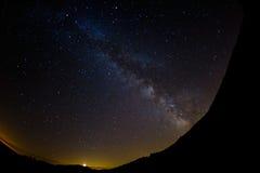 Modo del latte in cielo notturno dall'Italia Fotografie Stock Libere da Diritti