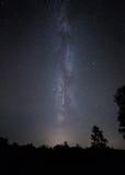 Modo del latte e della stella cadente Cielo notturno dello sciame meteorico di Perseid Immagini Stock Libere da Diritti