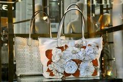 Modo del sacchetto delle donne di Valentino in Italia   Fotografia Stock