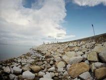 Modo della passeggiata accanto al mare al parco nazionale di Khao Laem Fotografia Stock Libera da Diritti
